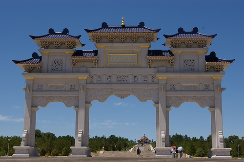 Puerta de entrada al Mausoleo de Gengis Kan