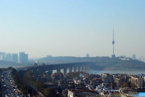 Puente sobre el rio Yangtze en Wuhan