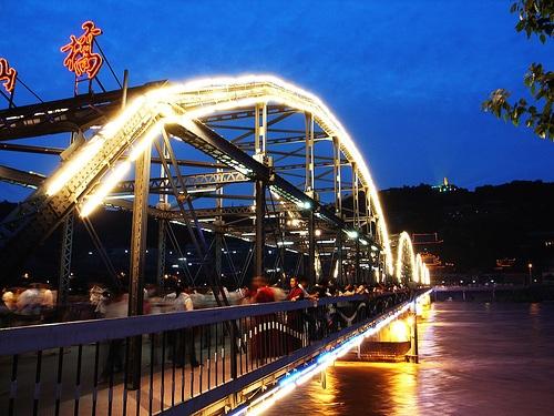 Puente Zhongshan, sobre el Río Amarillo