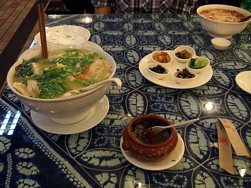 Deliciosa comida de Yunnan preparada en Kunming